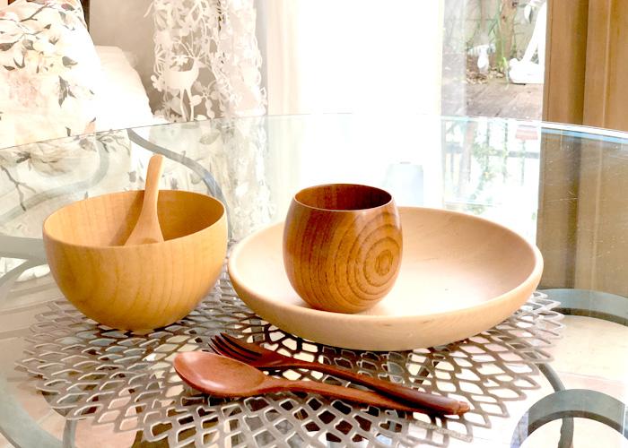 大切な人と過ごす、食事の時間。温もりを感じる木製の食器で日常に彩りを。