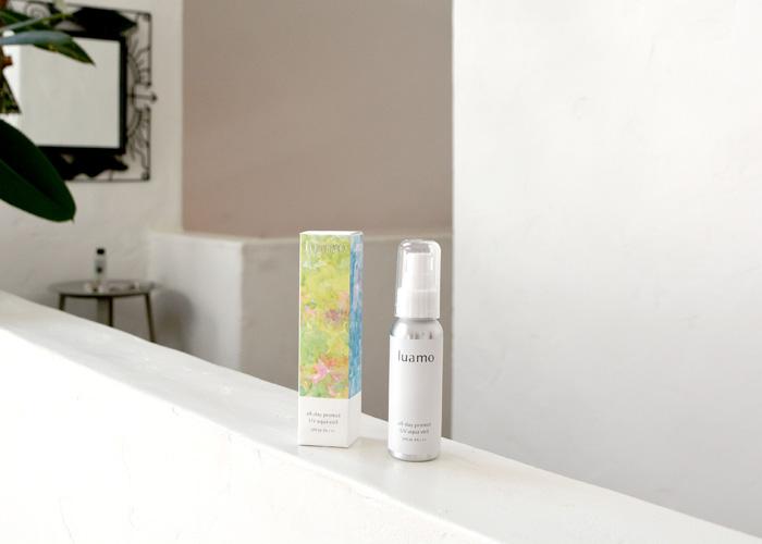 ルアモで紫外線・ブルーライト対策。スキンケアしながら、フローラルな香りでリラックス。使用する度に気分が上がります。