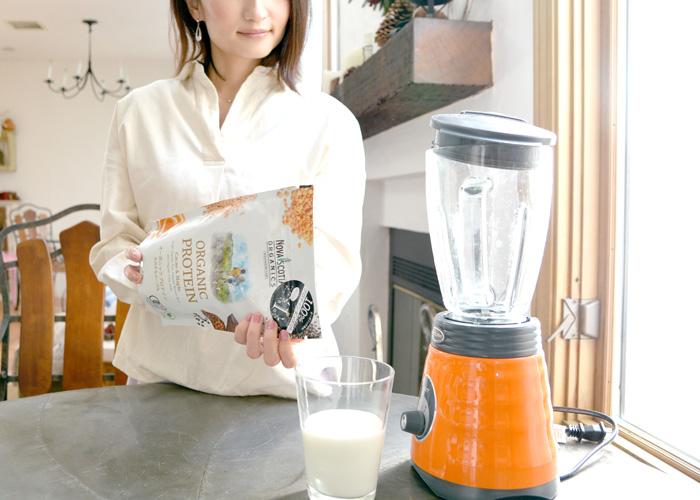 朝食は、ノバスコシアを牛乳といただきます。不足がちなタンパク質やミネラルを補充して、健康的な美を目指します。